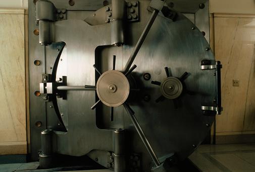 Banking「Bank Vault Door」:スマホ壁紙(16)