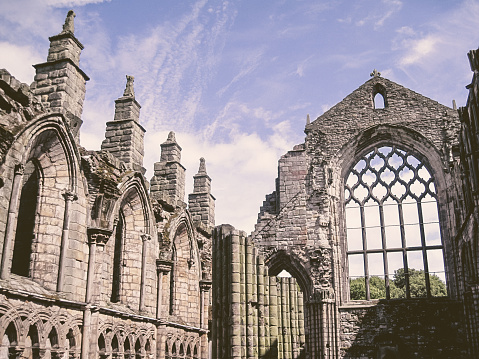 Praying「Ruins of Holyrood Abbey, Edinburgh」:スマホ壁紙(1)