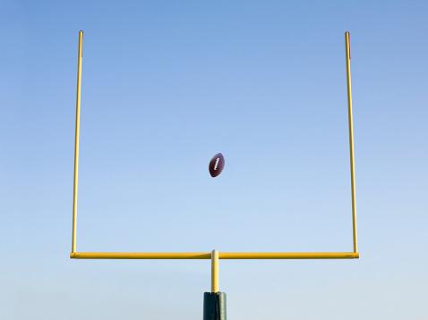 Goal Post「Football mid-air flying through goal post」:スマホ壁紙(13)