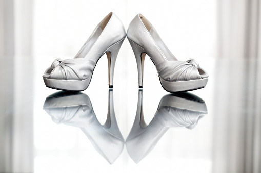 Girly「A pair of high heeled shoes reflected in a glossy floor」:スマホ壁紙(5)