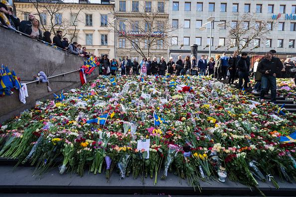 Stockholm「Tributes And Vigil For Victims Of Stockholm Truck Attack」:写真・画像(11)[壁紙.com]