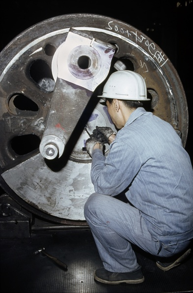 Finance and Economy「Detailed measurements of locomotive driving axels at Datong Locomotive Works China. January 1984.」:写真・画像(7)[壁紙.com]