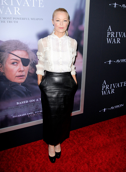 """Ruffled Shirt「Aviron Pictures' Los Angeles Premiere Of """"A Private War"""" - Red Carpet」:写真・画像(12)[壁紙.com]"""