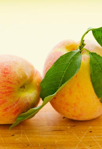 Peach「Studio shot of peaches」:スマホ壁紙(19)