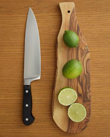 かんきつ類「Studio shot of lime on cutting board for guacamole」:スマホ壁紙(4)