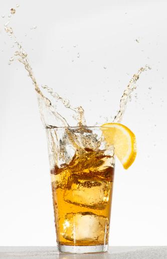 Splashing「Studio shot of iced tea with splash」:スマホ壁紙(15)