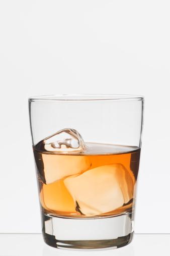 酒「Studio shot of glass of whiskey」:スマホ壁紙(14)