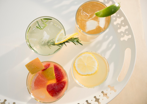 Cocktail「Studio shot of drinks on tray」:スマホ壁紙(5)