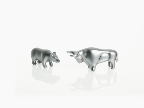 Figurine「Studio shot of silver figurines of bull and bear」:スマホ壁紙(10)
