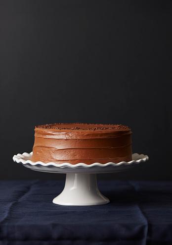 Whole「Studio shot of chocolate cake」:スマホ壁紙(8)