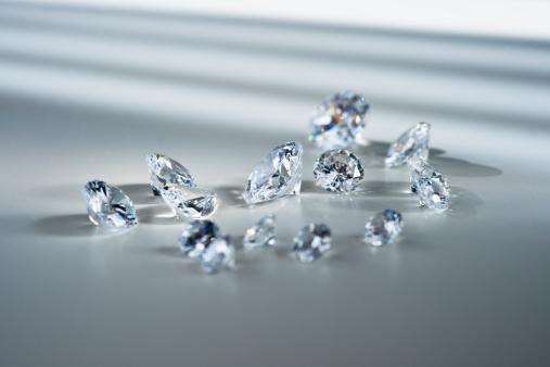 Gray Background「Studio shot of diamonds」:スマホ壁紙(18)