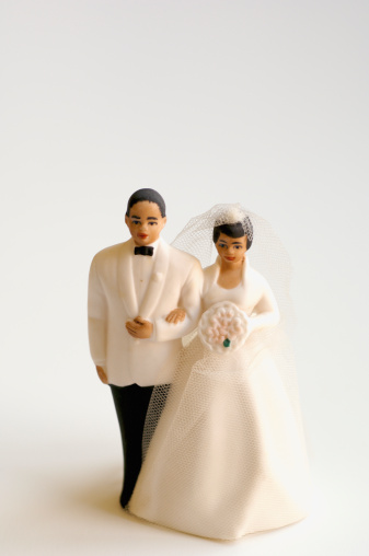 Figurine「Studio shot of bride and groom figurines」:スマホ壁紙(12)