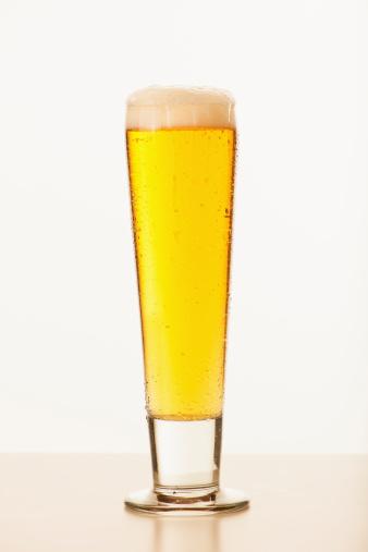新鮮「Studio shot of pale ale in glass」:スマホ壁紙(3)