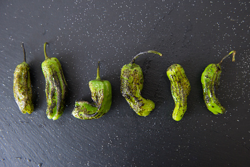 Grilled「Studio shot of grilled shishito peppers」:スマホ壁紙(18)