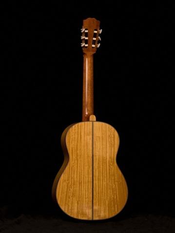 Guitar「Studio shot of an acoustic guitar」:スマホ壁紙(7)