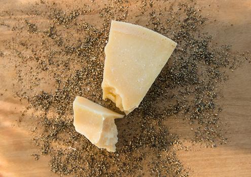 Hard Cheese「Studio shot of parmesan cheese on dried herbs」:スマホ壁紙(0)