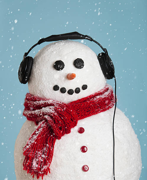 Studio shot of snowman wearing headphones:スマホ壁紙(壁紙.com)