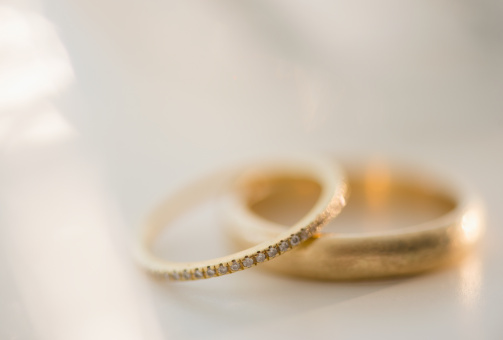 結婚「Studio shot of wedding rings」:スマホ壁紙(12)