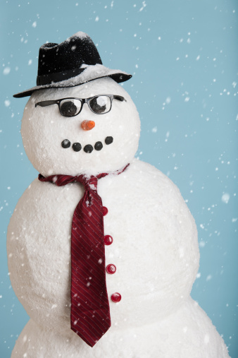 雪だるま「Studio shot of snowman dressed as businessman」:スマホ壁紙(12)
