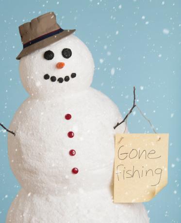 雪だるま「Studio shot of snowman dressed as fisherman」:スマホ壁紙(0)