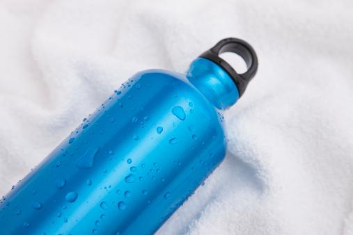 スポーツ「Studio shot of sports water bottle」:スマホ壁紙(18)