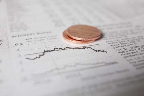 Trading「Studio shot of coins on financial newspaper」:スマホ壁紙(11)