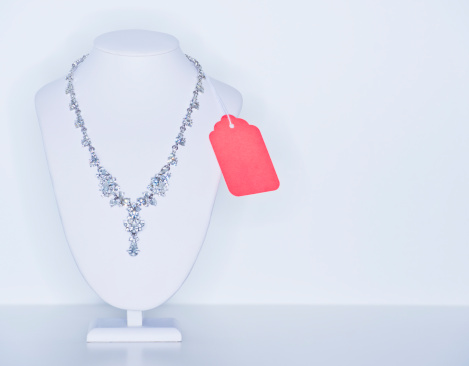 Necklace「Studio shot of necklace on jewelry stands」:スマホ壁紙(5)