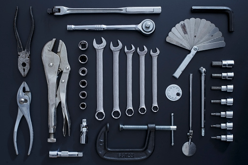 Knolling - Concept「Studio shot of work tools on black background」:スマホ壁紙(11)
