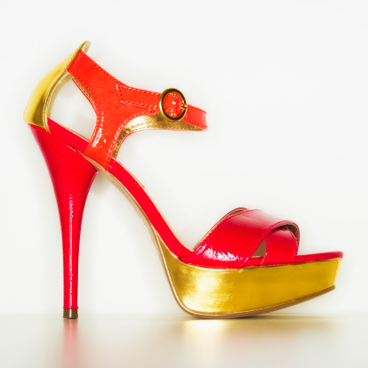 Purple Shoe「Studio shot of red and gold stiletto」:スマホ壁紙(11)