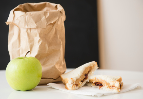 Napkin「Studio Shot of green apple and sandwich next to paper bag」:スマホ壁紙(4)