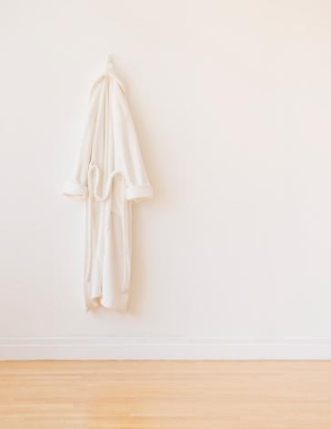 Health Spa「Studio shot of white bathrobe」:スマホ壁紙(4)