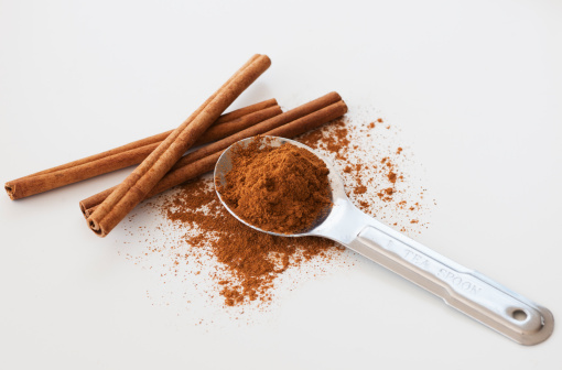 Spice「Studio shot of cinnamon stick and cinnamon powder」:スマホ壁紙(16)