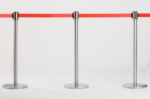 Guidance「Studio shot of retractable belt crowd control barriers」:スマホ壁紙(17)