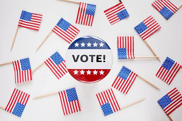 Studio shot of vote pin and small american flags:スマホ壁紙(壁紙.com)