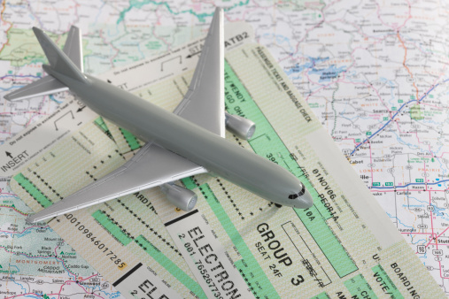 旅行「Studio shot of toy airplane with tickets on map」:スマホ壁紙(6)