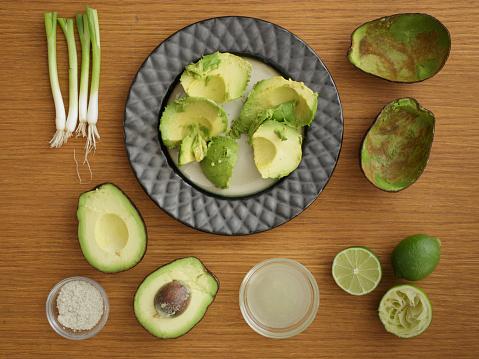 かんきつ類「Studio shot of avocado, lime and scallion for guacamole」:スマホ壁紙(6)