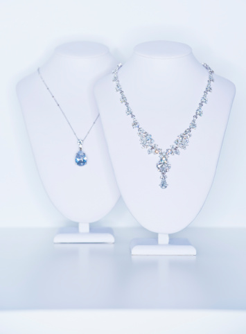 Necklace「Studio shot of necklaces on jewelry stands」:スマホ壁紙(13)