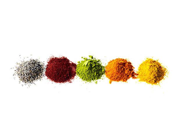 Studio shot of piles of spices:スマホ壁紙(壁紙.com)