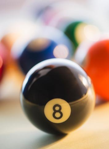 数字の8「Studio Shot of billiard ball」:スマホ壁紙(15)