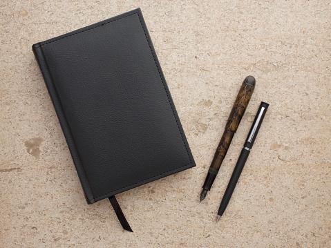 Pen「Studio shot of black notebook and two pens」:スマホ壁紙(6)
