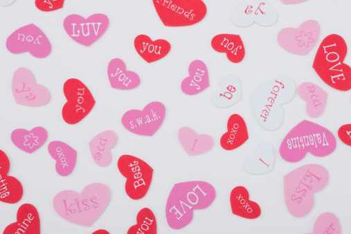 ハート「Studio shot of heart-shaped badges」:スマホ壁紙(13)