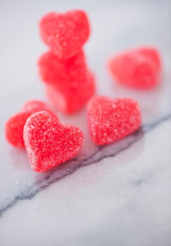 グミ・キャンディー「Studio shot of heart-shaped candies」:スマホ壁紙(16)