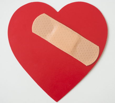 Sadness「Studio shot of heart with adhesive bandage」:スマホ壁紙(3)