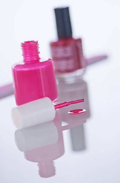 Studio shot of pink nail polish:スマホ壁紙(壁紙.com)