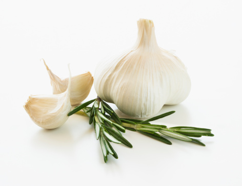 Garlic「Studio shot of fresh garlic and rosemary」:スマホ壁紙(12)