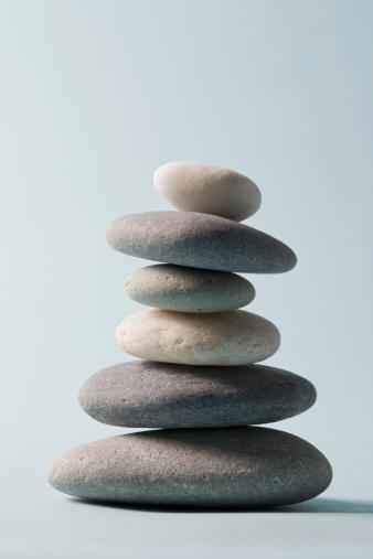 Pebble「Studio shot of rocks balancing on one another」:スマホ壁紙(18)