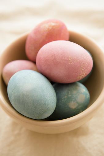 イースター「Studio shot of dyed eggs in bowl」:スマホ壁紙(17)