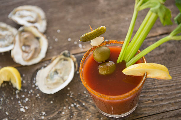 Studio shot of oysters and bloody mary:スマホ壁紙(壁紙.com)