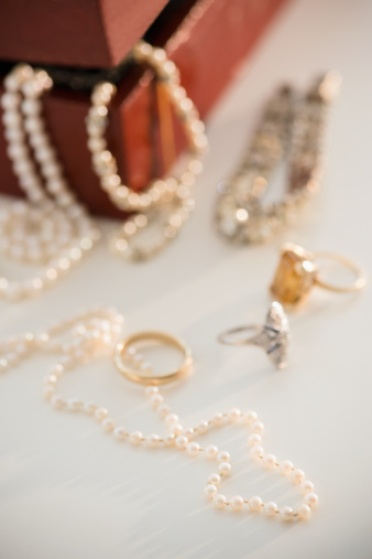 宝石「Studio shot of jewelry」:スマホ壁紙(14)