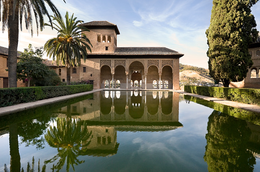 Moorish「Alhambra Palace with perfect reflection in Granada, Spain」:スマホ壁紙(3)